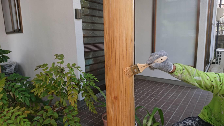 玄関柱の塗り替え