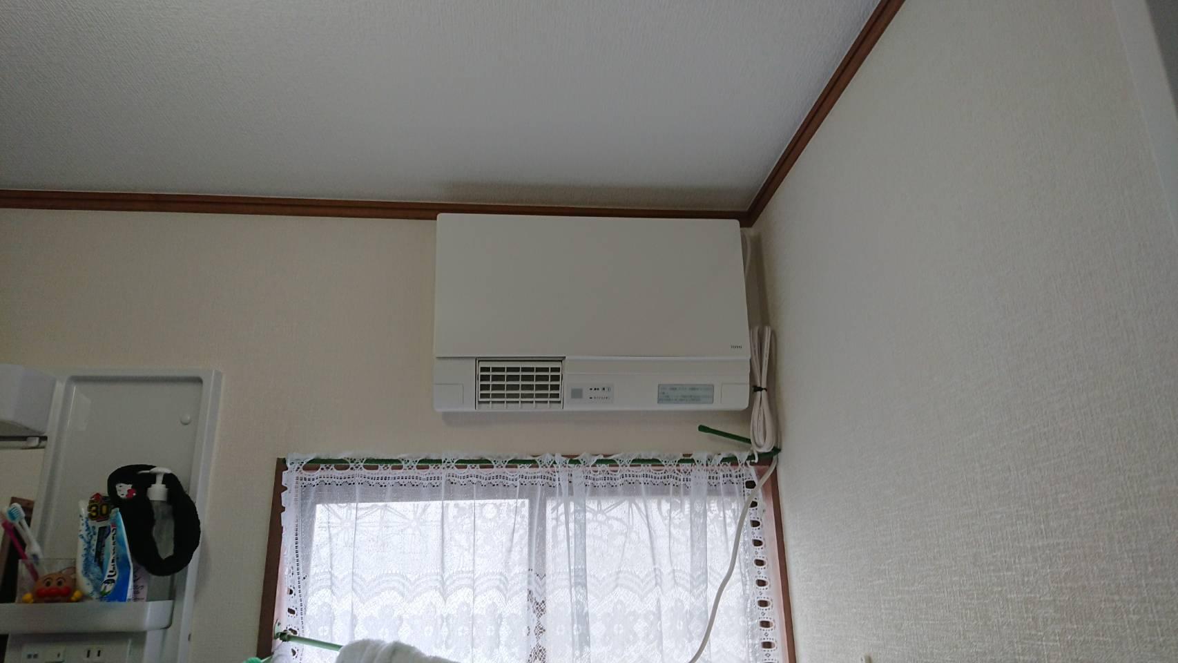 洗面所暖房機取り付け